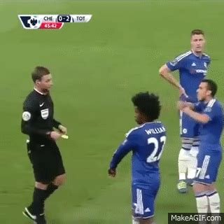 Willian Trolling Totenham Fans Chelsea vs Tottenham 2-2 ...