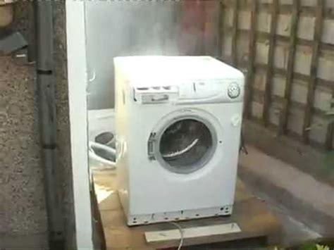 Waschmaschine Tanzt Beim Schleudern by How To So Entfernt Die Transportsicherung Einer Wa