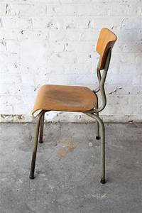 Chaise Bois Vintage : chaise d 39 ecolier vintage en bois en vente sur pamono ~ Teatrodelosmanantiales.com Idées de Décoration