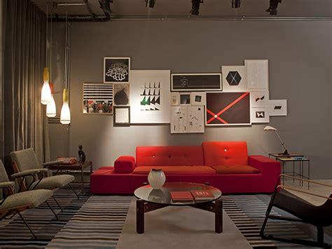 sofa vermelho queimado tons de cinza est 227 o em alta veja ideias para adotar a cor