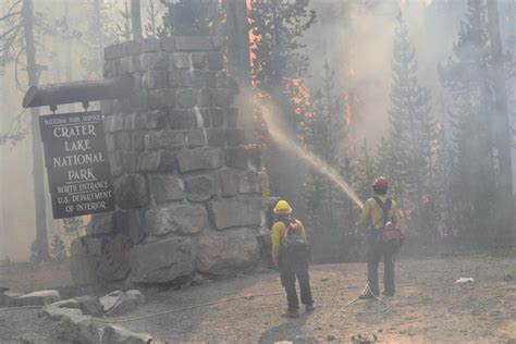 fire updates crater lake north entrance closed breaking