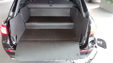 Wie wirkt sich das neue deign des kombis auf den kofferraum aus? Kofferraumwanne anders als alle anderen für E-klasse T Hybrid
