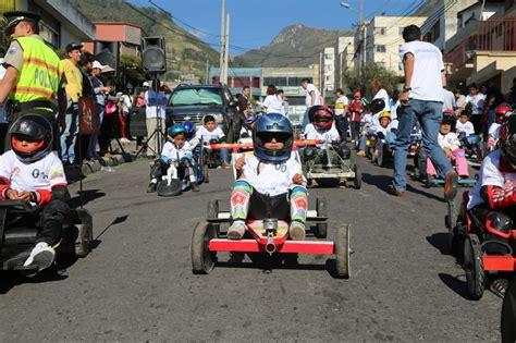 Estos a veces son característicos de una región geográfica, otras veces son más bien universales. Fiestas de Quito inician con la tradicional carrera de coches de madera | Revista Mundo Diners