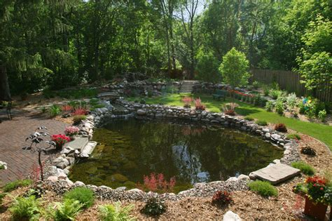 Swimming Pond : Take A Dip In A Swimming Pond
