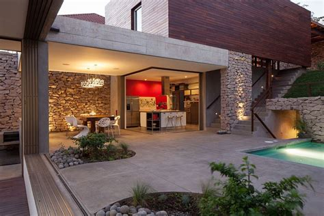 Multi-level Garden House In El