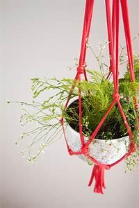 Suspension Pour Plante : diy suspension pour plantes en trapilho vert cerise ~ Premium-room.com Idées de Décoration