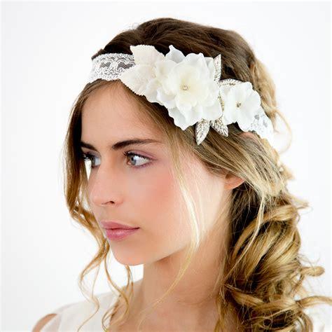 les differentes coiffures de mariages avec  bandeau cheveux