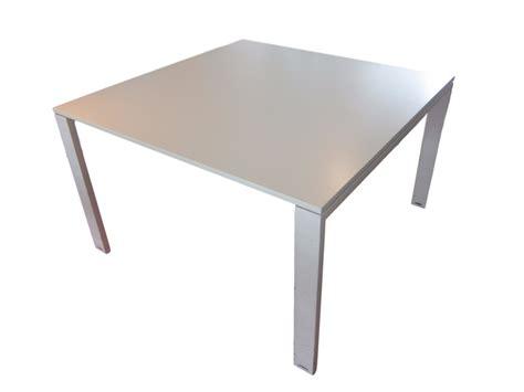 pc de bureau pas cher neuf table de réunion blanche d 39 occasion carrée 120 x 120