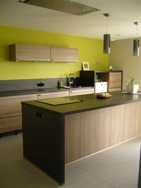 peinture verte cuisine meuble cuisine vert anis ilot cuisine en l cuisine