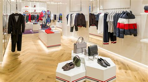 small boutique clothing store interior design layout