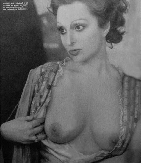 Naked Adriana Asti in The Phantom of Liberty