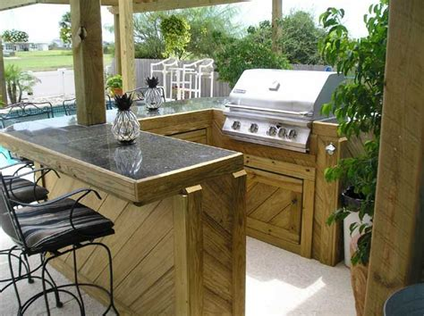 Backyard Bar And Grille by Best 25 Deck Bar Ideas On