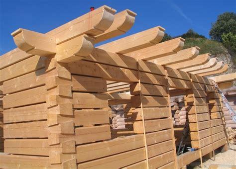 construction d une maison en bois massif empil 233