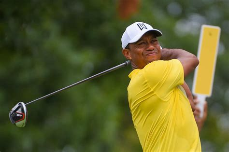Woods outdrives Justin Thomas, lets him know about it in a ...
