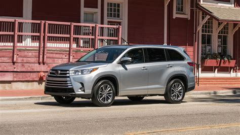 2017 Toyota Highlander First Look Review Motor Trend