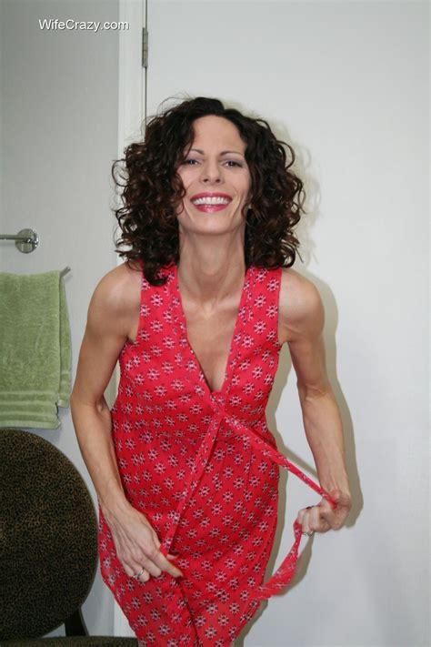 WifeCrazy.com :: Amateur Housewife