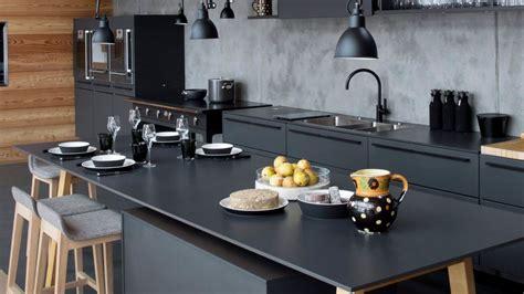 mur noir cuisine davaus cuisine moderne noir et bois avec des idées
