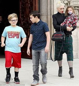 Gwen Stefani's boys copy Blake Shelton's arm tattoos ...