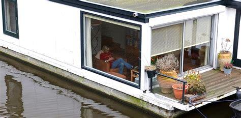 affittare appartamento amsterdam dormire su una houseboat le galleggianti di amsterdam
