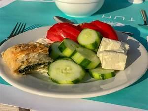Salat Mit Spinat : spinat b rek und salat mit gurke tomate und fetak se bilder und fotos creative commons 2 0 ~ Orissabook.com Haus und Dekorationen