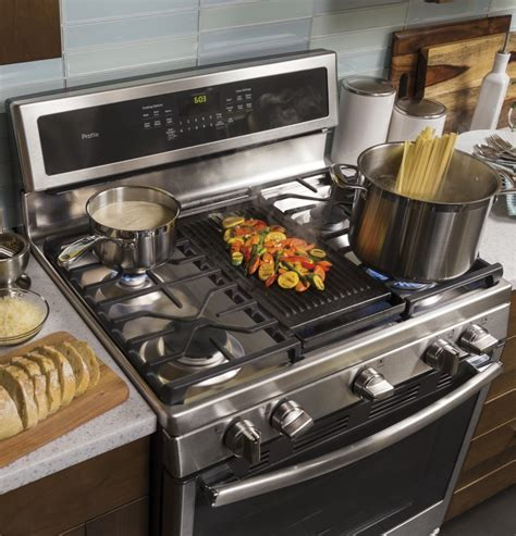 ge pgbzejss   freestanding gas range   cu ft capacity convection oven