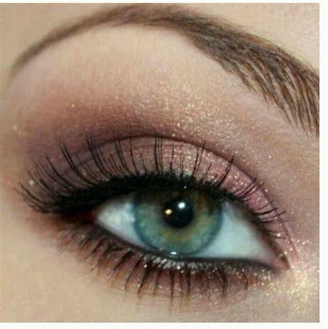 cute  simple blue eyed makeup makeup