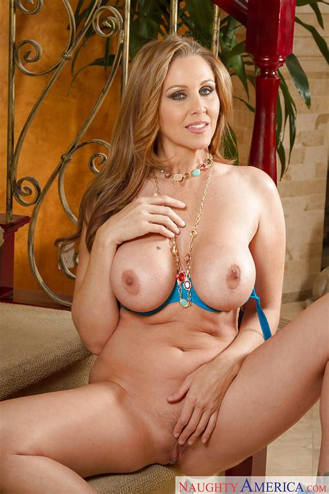 Sexy Shaped Milf Babe Julia Ann Demonstrates Her Young