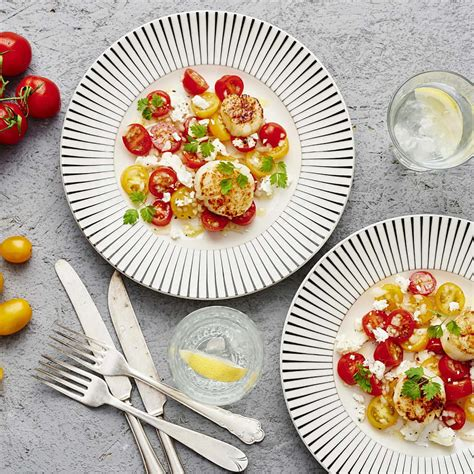 Pilgrimsmussla med tomatsallad och getost   Recept ICA.se