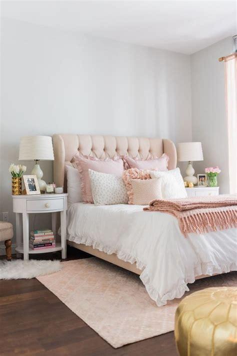 comment meubler et décorer une chambre à coucher féminine