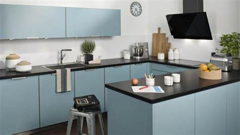 cuisine en bleu cuisine couleur pastel bleu clair ou vert clair