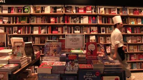 Feltrinelli Librerie by Feltrinelli Cresce Libreria Bistrot In Porta Romana A