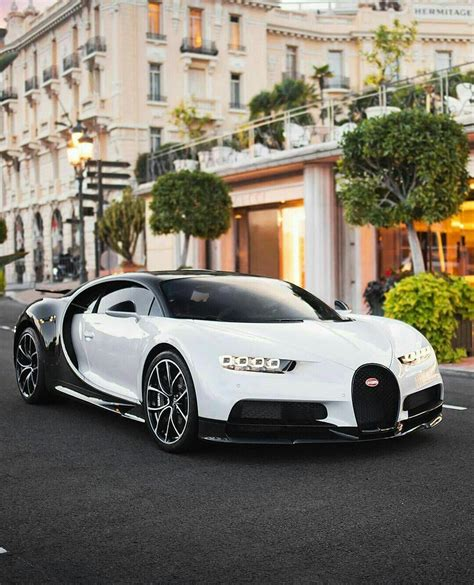 Here is the complete range of bugatti. White and black bugatti chiron ! #bugatti #chiron #bugattichiron | Voitures de luxe, Belle ...