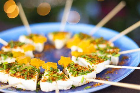 recette de canapé brochettes de fromage en forme de sapin pour l 39 apéritif