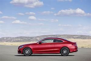 Mercedes Classe C Coupé : all new 2017 mercedes benz c class coupe revealed with classier design autotribute ~ Medecine-chirurgie-esthetiques.com Avis de Voitures