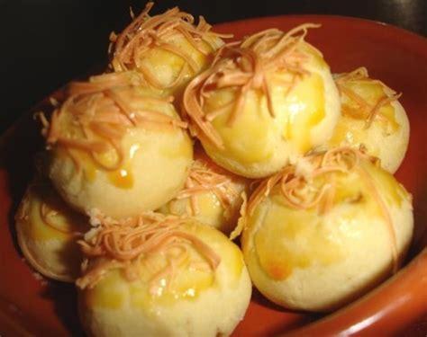 Penjelasan lengkap seputar resep kue bawang yang enak, renyah, gurih, empuk, harum, mudah. Camilan Khas Lebaran dan Resepnya