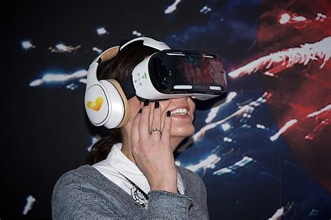 Try before you FLY: Travel agent uses virtual reality to ...