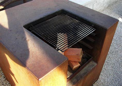 Gartengrill Aus Eisenplatten, Rostiges Eisen, Grill Und