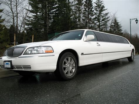 Classic Limousine by 10 Passenger Lincoln Town Car Classic Limousine