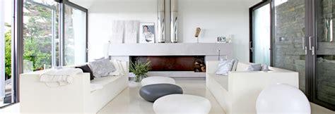 canapé devant baie vitrée où le placer pour profiter de