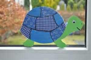 lila küche fenstertheater schildkröte