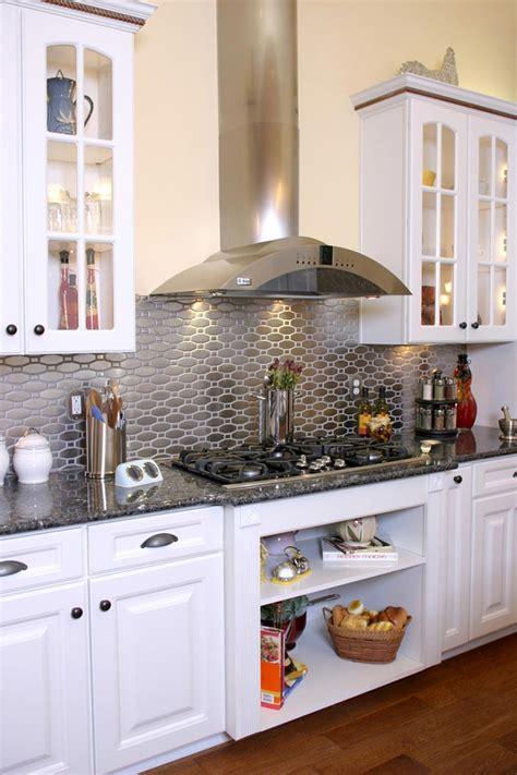 cuisine en metal un dosseret de cuisine tendance et moderne en métal
