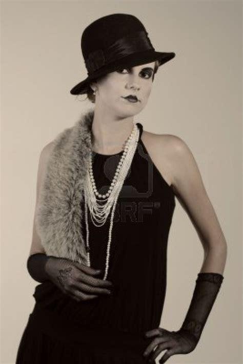 mode 20er jahre stil männer retro stil mode portrait einer jungen frau kleidung und make up in der zwanziger jahre stil