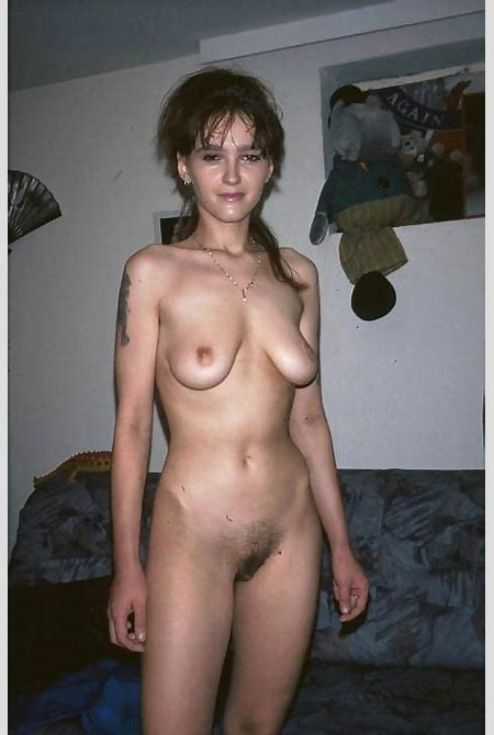 Mammas Porn Pics: Moms with small empty tits showing them off