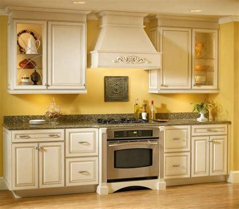Decorating Ideas Yellow Kitchen by Best 25 Yellow Kitchen Walls Ideas On Yellow
