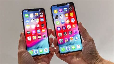 iphone xs and xs max on