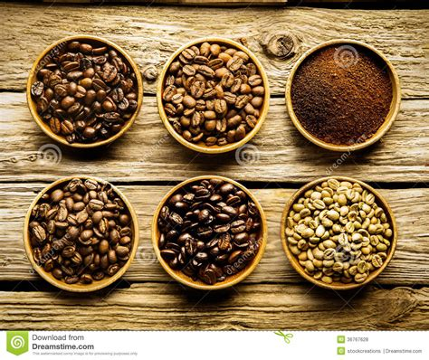 Five Varieties Of Coffee Beans And Powder Royalty Free Stock Photos   Image: 36767628