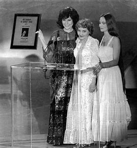 Loretta Lynn, Crystal Gayle, and there mother | LADIES OF ...