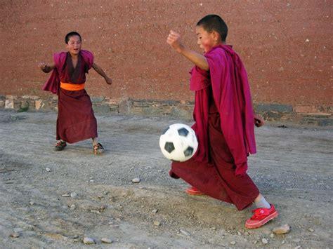 Nekādu pazemojumu vai miesas sodu - kā bērnus audzina Tibetā - Puaro.lv