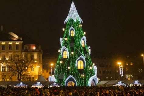 where is the biggest chistmas tree in the whole world top 10 countries with the world s trees