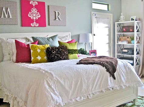 Cheap Decorating Ideas For Bedroom by Budget Bedroom Designs Hgtv